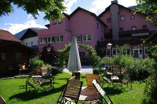 Hotel Krone: Hotel & Tuin achterzijde