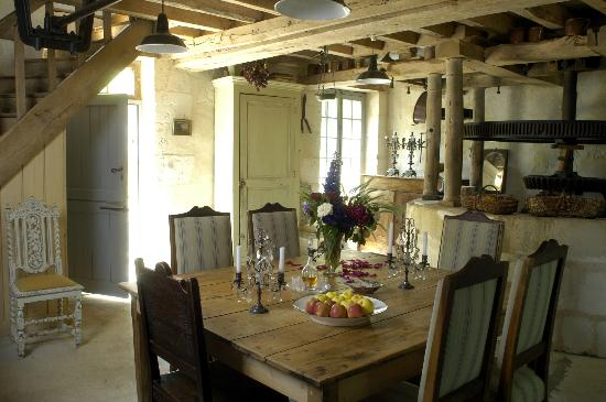 Le Moulin Bregeon: Another view of the dining room in the morning