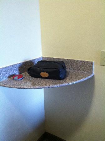 Sleep Inn & Suites : corner shelf in regular room