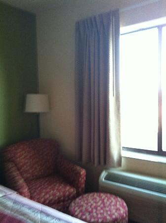 Sleep Inn & Suites : sofa and ottoman in regular room