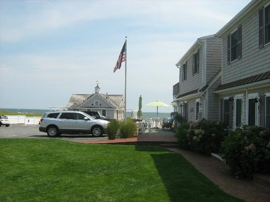 Inn On The Beach: The view from the courtyard