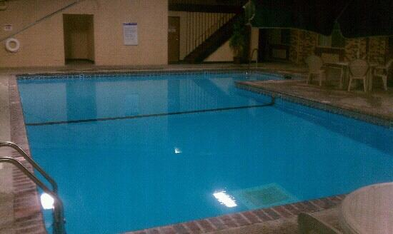 Super 8 Monticello : Indoor pool with pool (billiards) table!