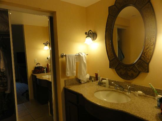 Homewood Suites by Hilton La Quinta : sink and closet area of room 105