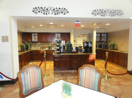 Homewood Suites by Hilton La Quinta : Breakfast/dinner area off lobby