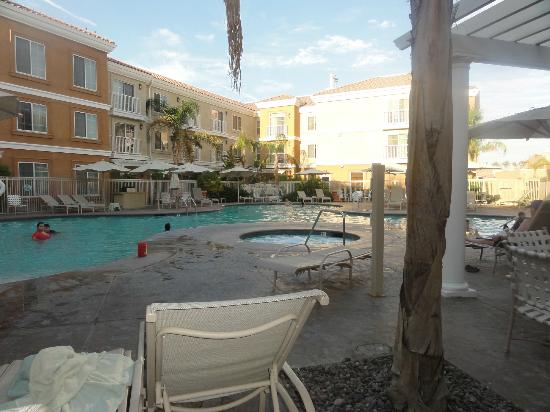 Homewood Suites by Hilton La Quinta : pool/hot tub area