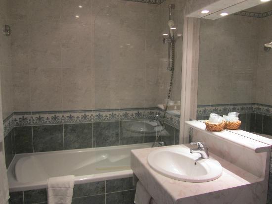 Hotel du Dauphin: salle de bain