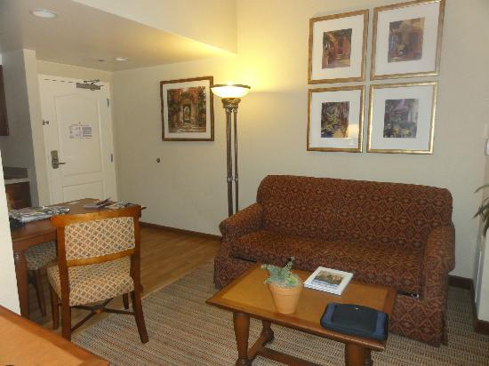 Homewood Suites by Hilton La Quinta: Sofa bed and entry way room 105