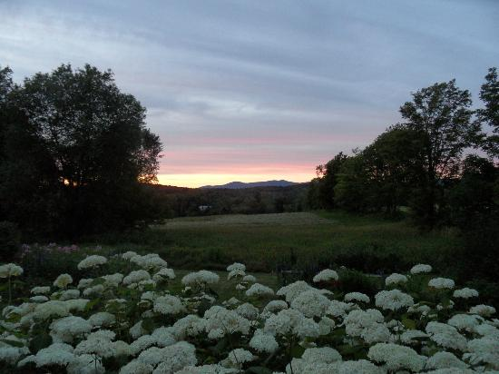 Clifford Country Bed & Breakfast: Enjoy spectacular sunsets from the back deck