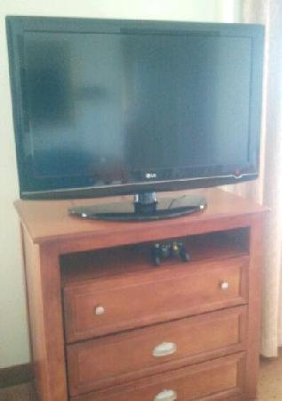 Homewood Suites by Hilton East Rutherford-Meadowlands: LG TV in Room