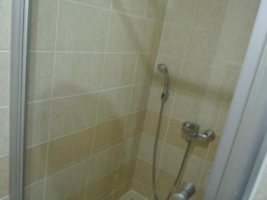 Irem Garden Hotel & Apartments: Shower