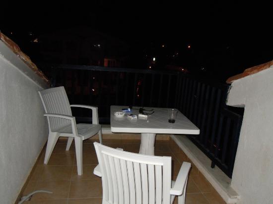 Irem Garden Hotel & Apartments: Balcony.