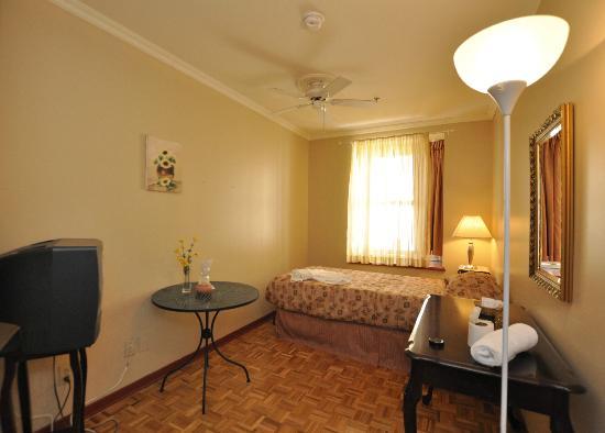 Auberge Casa de Mateo: Single Bed with Shared Bathroom