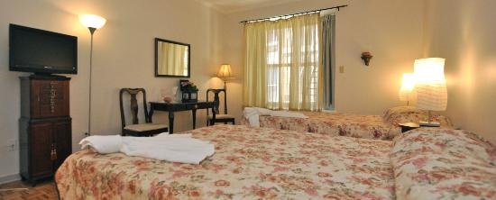 Auberge Casa de Mateo: Two Queen Size Beds with Private Bathroom