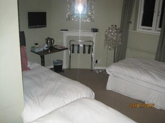 Brooks Guesthouse: Room 7 - triple room £120/night