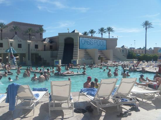 Round the pool picture of luxor las vegas las vegas for Nspi pool show vegas