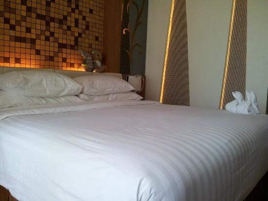 Centara Nova Hotel & Spa Pattaya: 床。