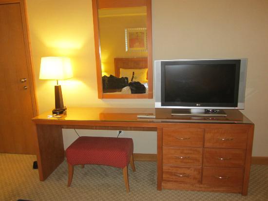 Holiday Inn - Citystars: TV and Mirror