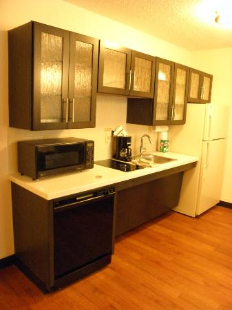 Candlewood Suites Boston-Burlington: Kitchen