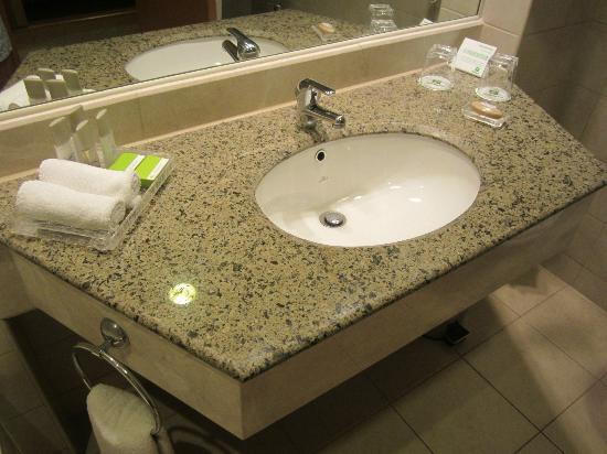 Holiday Inn - Citystars: Sink