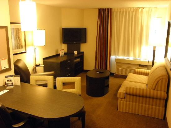 Candlewood Suites Boston-Burlington: Living Room