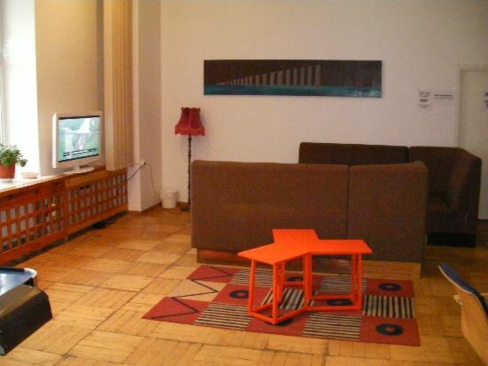 16eur Fat Margaret's Hostel: TV corner