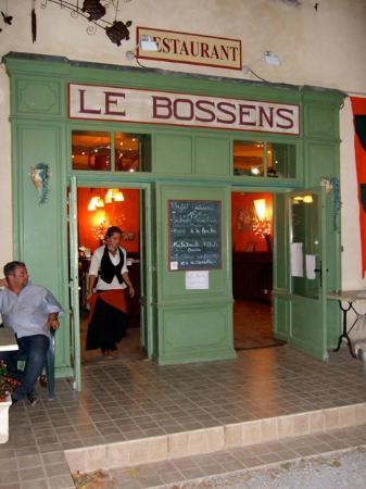 LE BOSSENS : Restaurant exterior, tres cute!