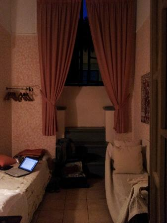 Hotel Locanda Orchidea: My room was taller than it was wide. That's the WHOLE bed on the left.