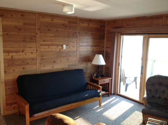 Grand View Lodge Motel & Resort: comfy futon in living room