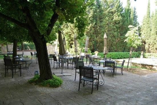 ‪شاتو دو لا بيولين: Lunch or dinner under the trees...