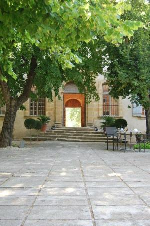 Chateau de la Pioline: View from back garden towards reception