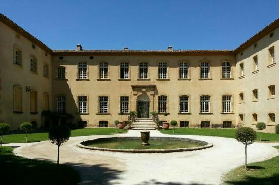 Chateau de la Pioline: Front facade