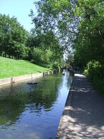 Tar Tunnel: Another picture of the lovely canal walk just outside the Tunnel