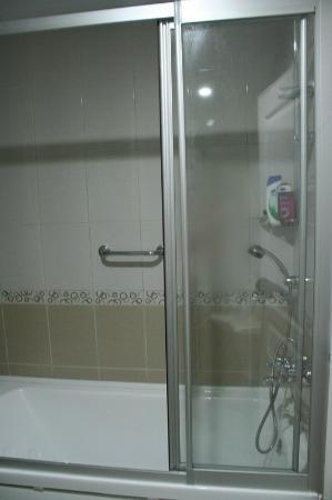 Buyuk Hotel: Bathroom
