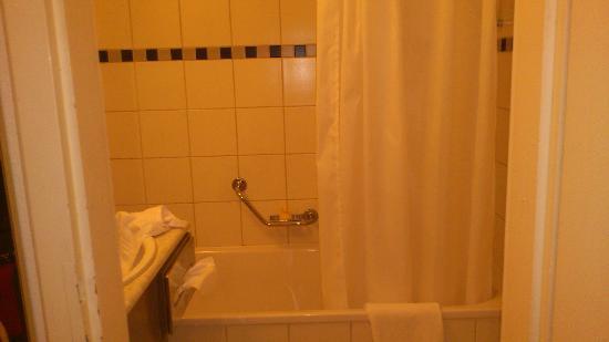 Leonardo Boutique Hotel Rigihof Zurich: clean bathroom