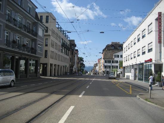 Leonardo Boutique Hotel Rigihof Zurich: street outside the hotel