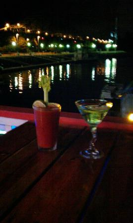 The Barge-Inn: Bloody Mary & Appletini....best in town!
