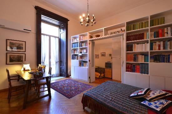 B&B Al Maschio Angioino : La très grande chambre