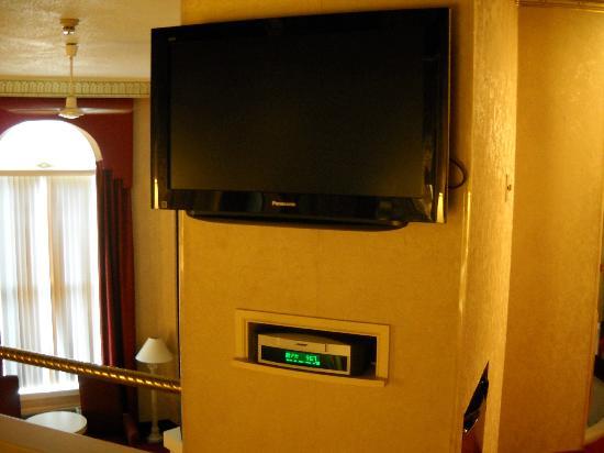 Pocono Palace Resort: Bose system & HD TV in bedroom