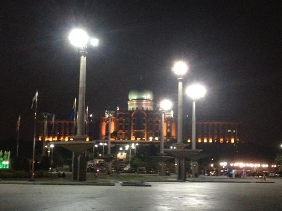 Seri Perdana : very wonderful at night