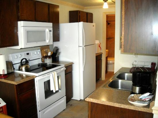 Yellowstone Gateway Inn: Fully Equipped Kitchen