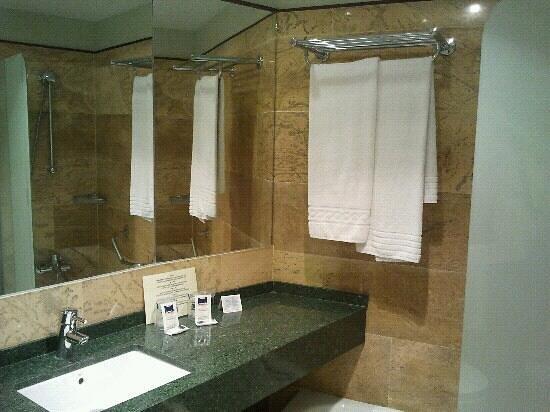 Hotel Portomagno: Otra vista del ba?o nuevo