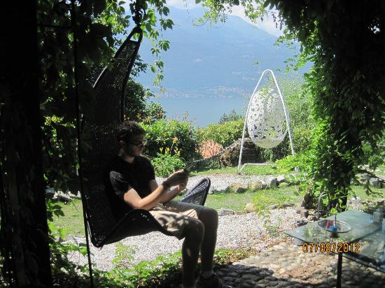 Villa Michela: Relaxing on the grounds