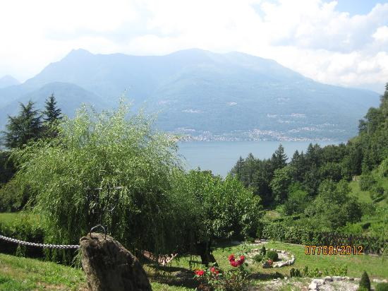 Villa Michela: View of Lake Como from the grounds