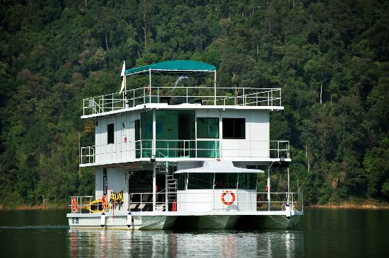 Belum Rainforest Resort: The Houseboat