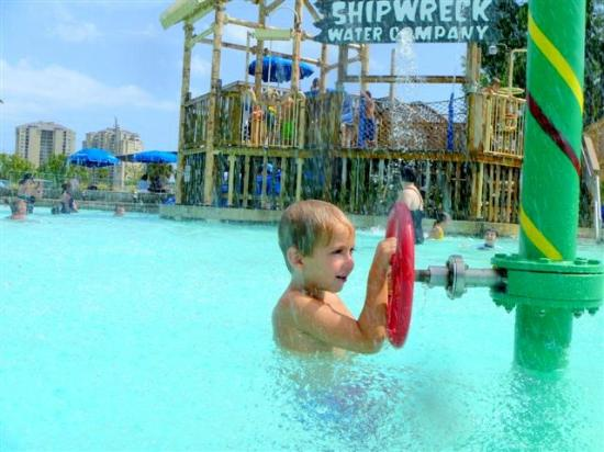 Shipwreck Island Waterpark: Back at the tween area....