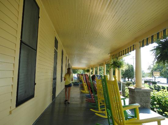 Hotel Lenhart: The lovely porch