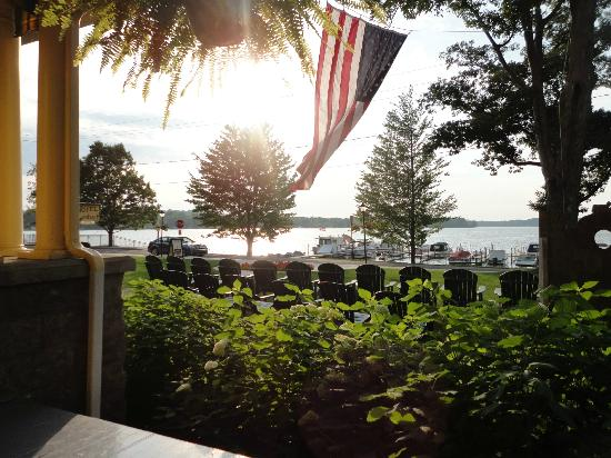Hotel Lenhart: View from the rocking chairs on porch