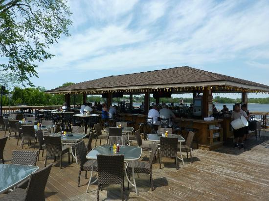 Docks Bar & Grill: Tiki Bar