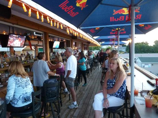 Docks Bar & Grill: Fun at the Tiki Bar