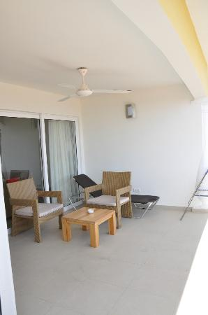 Blue Bay Curacao Golf & Beach Resort: huge balcony for the one bedroom apartment